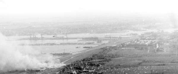 Brandende-hangars-Vliegveld-Waalhaven